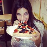 See-Fashion-girls-do-eat-pizza.jpg